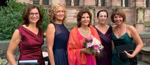 Königin Silvia von Schweden mit hr-iNFO Programmchefin und Hörfunk-Chefredakteurin Katja Marx und den hr-Journalistinnen Christina Sianides, Christine Rütten und Petra Boberg
