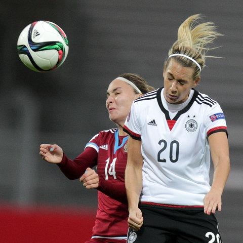 Kopfball im Frauenfußball