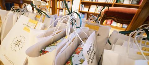 Buchhandlung in Frankfurt: Bücherpakete zum Abholen