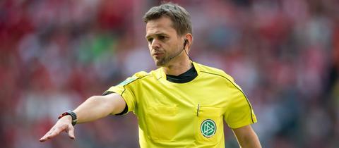 Schiedsrichter Jochen Drees in Aktion