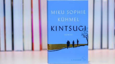 """Der Roman """"Kintsugi"""" von Miku Sophie Kühmel"""