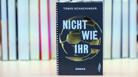 """Das Buch """"Nicht wie ihr"""" von Tonio Schachinger"""