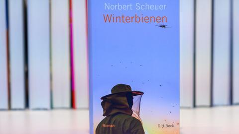 """Das Buch """"Winterbienen"""" von Norbert Scheuer"""