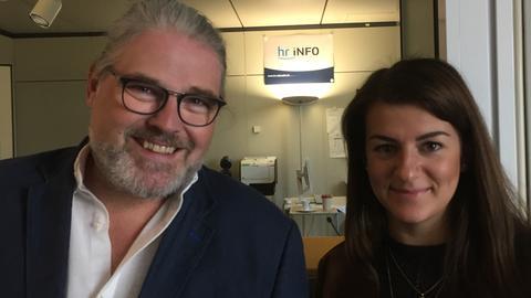 Eileen O'Sullivan mit hr-iNFO-Reporter Stefan Bücheler