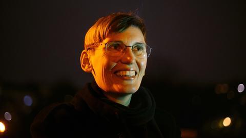 Eva von Redecker lacht