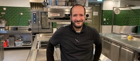 Mario Furlanello in der Küche des Bornheimer Ratskellers