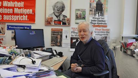 Claus Fussek in seinem Büro in München