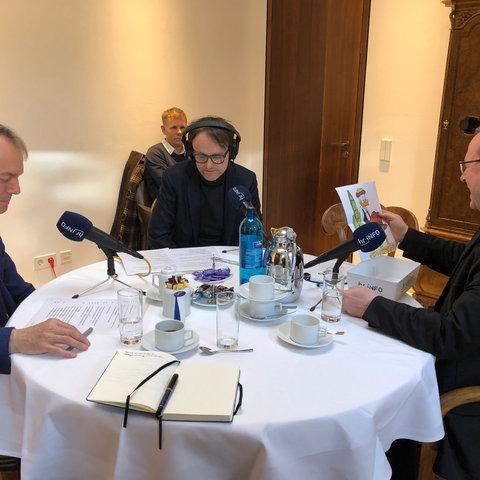 Georg Bätzing im Interview mit den hr-iNFO-Redakteuren Klaus Hofmeister und Oliver Günther