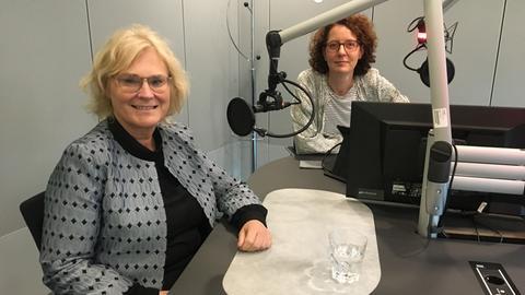 Christine Lambrecht und Sabine Müller beim Interview