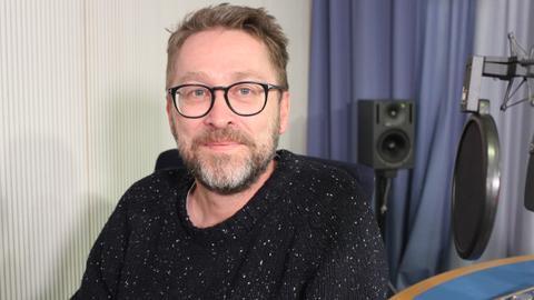 Autor Jan Weiler im hr-iNFO Studio
