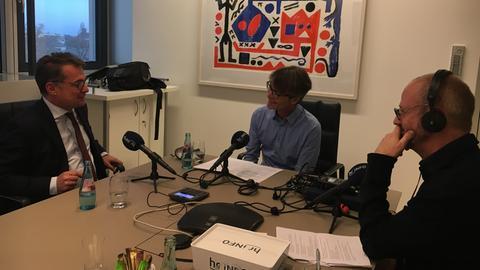 Joachim Nagel im Interview mit den hr-iNFO-Redakteuren Alexander Schmitt und Christoph Scheffer