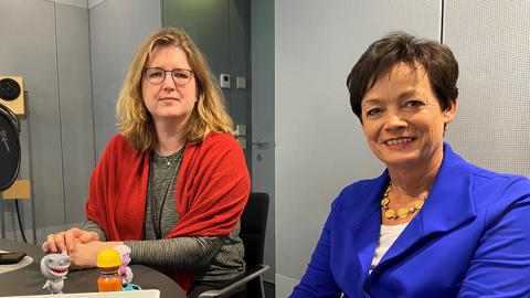 Lucia Puttrich, CDU (rechts) mit Franka Welz von hr-iNFO