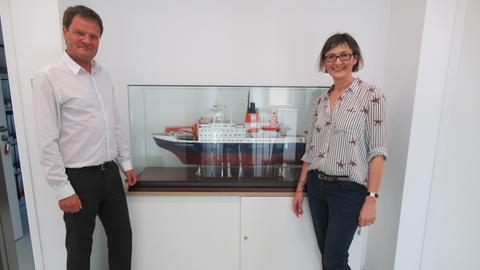 Arktisforscher Markus Rex und hr-iNFO-Redakteurin Mariela Milkowa