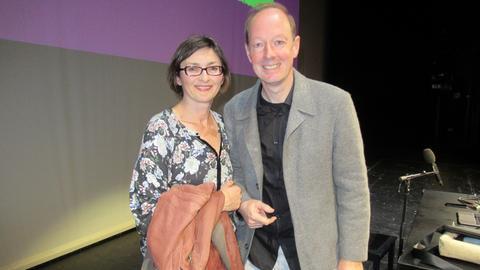 hr-iNFO-Redakteurin Mariela Milkowa und Satire-Politiker Martin Sonneborn