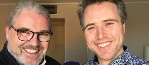 Simon Wallfisch mit hr-iNFO-Redakteur Stefan Bücheler