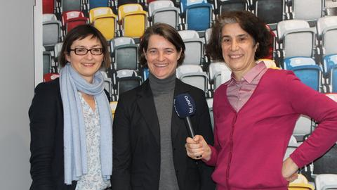 Veronika Rücker mit den hr-iNFO-Redakteurinnen Mariela Milkowa und Martina Knief