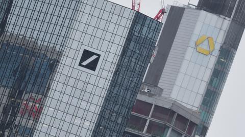 Die Türme der Commerzbank und der Deutschen Bank in Frankfurt