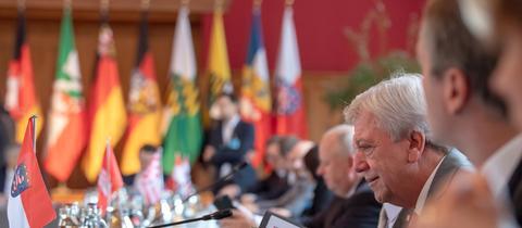 Hessens Ministerpräsident Volker Bouffier bei der Jahreskonferenz der Ministerpräsidenten.
