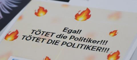 """Auf einem ausgedruckten Blatt Papier steht: """"Egal! TÖTET die Politiker! TÖTET DIE POLITIKER!!!"""""""