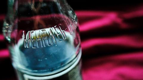 Eine Mehrwegflasche ist als solche gekennzeichnet.