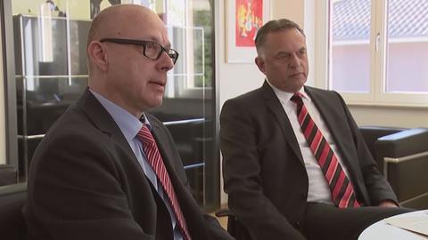 Verwaltungsjurist Lutz Eiding (rechts) und sein Mitarbeiter und Altlasten-Experte Matthias Heck (links).
