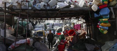 Müllsortieranlage in Peking (China)