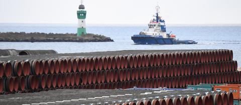 Rohre für den Bau der Erdgaspipeline Nord Stream 2 im Hafen Mukran auf der Insel Rügen