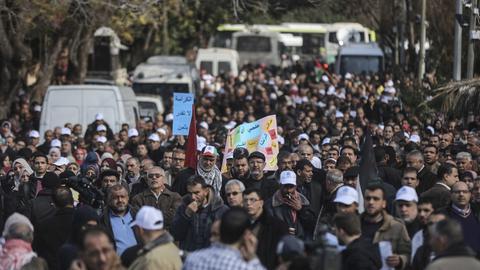 Palästinenser im Gaza-Streifen demonstrieren gegen das Einfrieren der millionenschweren US-Hilfen für das UN-Palästinenserhilfswerk UNRWA (29.1.18).