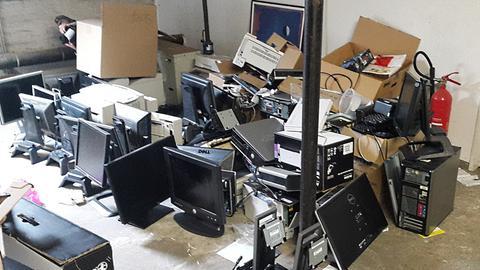 Computer, die nach der Hackerattacke im Lukaskrankenhaus in Neuss aussortiert werden mussten