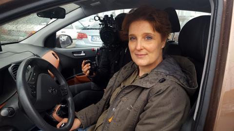 Sandra Krause-Ackermann in ihrem Auto