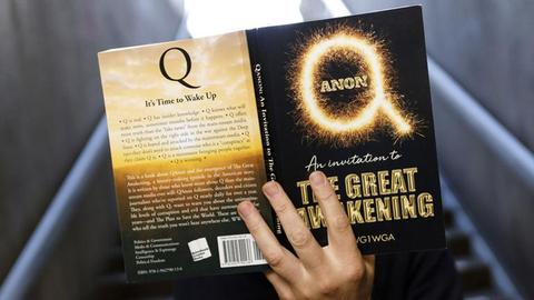 QAnon-Propaganda-Buch