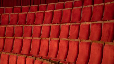 Leere Ränge im Theater