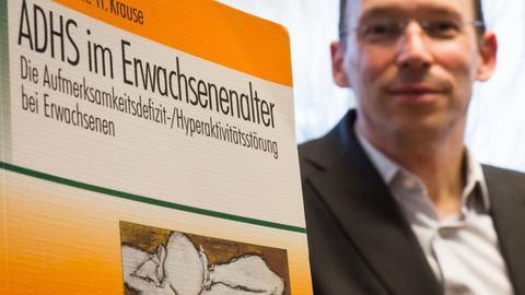 """Professor Andreas Reif mit dem Buch """"ADHS im Erwachsenenalter"""""""