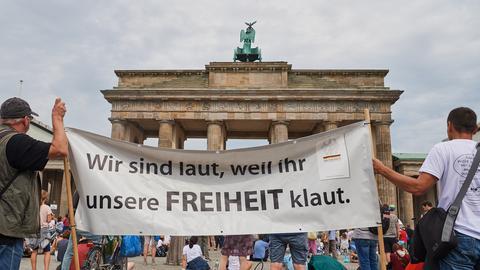 Demonstration gegen die Corona-Politik vor dem Brandenburger Tor
