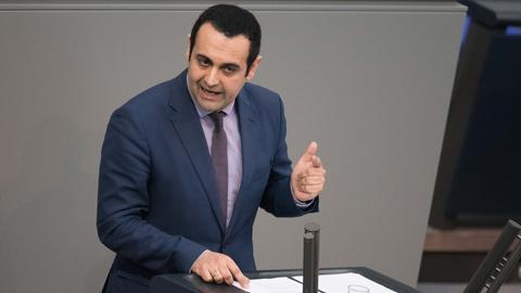 Bijan Djir-Sarai am Renderpult im Bundestag