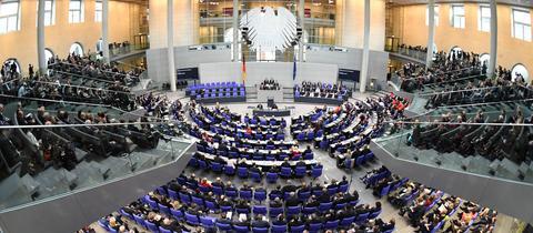 Ein voller Plenarsaal im Bundestag bei der konstituierenden Sitzung 2017