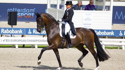 Dorothee Schneider auf ihrem Pferd Showtime