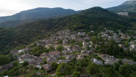 Luftaufnahmen von Papingo in der Regionaleinheit Ioannina