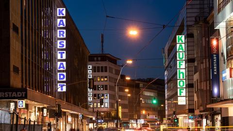 Eine Kaufhof- und eine Karstadtfiliale in Düsseldorf