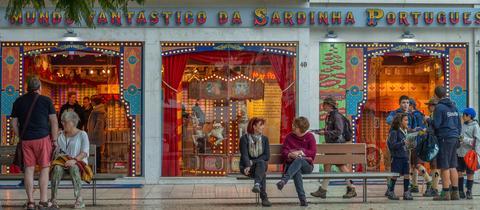 """Das Geschäft """"Die fantastische Welt der portugiesischen Sardinen"""" in Lissabon"""