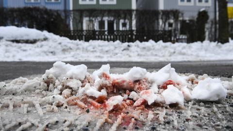Blut auf einer Straße in Stockholm
