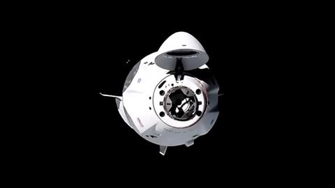 Das Space Shuttle Crew Dragon im Weltraum