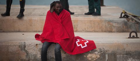 Ein Bootsflüchtling nach der Rettung in Spanien