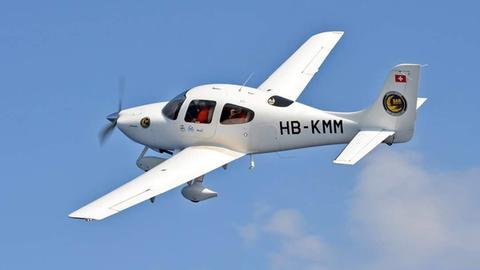 Mit diesem Flugzeug fliegt Manos Radisoglou über das Meer und hält Ausschau nach Menschen in Seenot