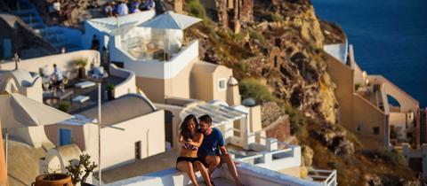 Touristen auf der Insel Santorin
