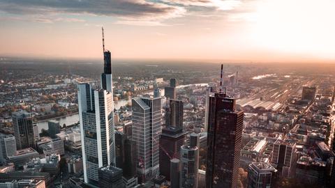 Frankfurter Hochhäuser im Morgenrot