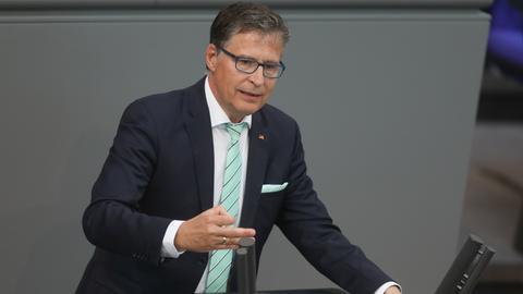 Jens Koeppen von der CDU am Rednerpult im Bundestag