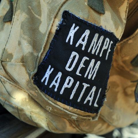 """Tasche mit der Aufschrift """"Kampf dem Kapital"""""""