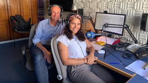 Die hr-Korrespondenten Dunja Sadaqi und Jens Borchers