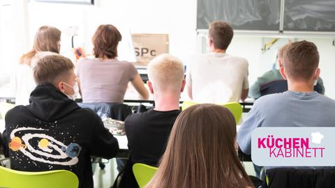 Schüler sitzen im Unterricht